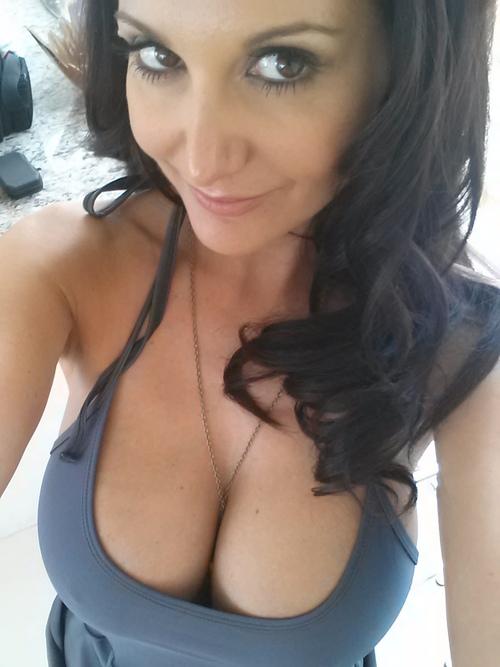 Horny pornstar ava rose wants her pussy satisfied 2